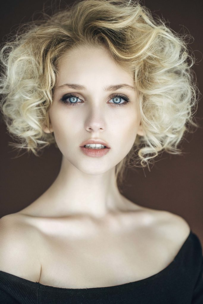 Blondes Haar fur Frisuren mit Locken Neue