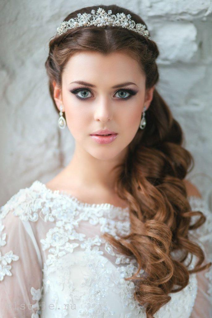 Neue Hochzeitsfrisuren 2020 Lockig unde Langehaare