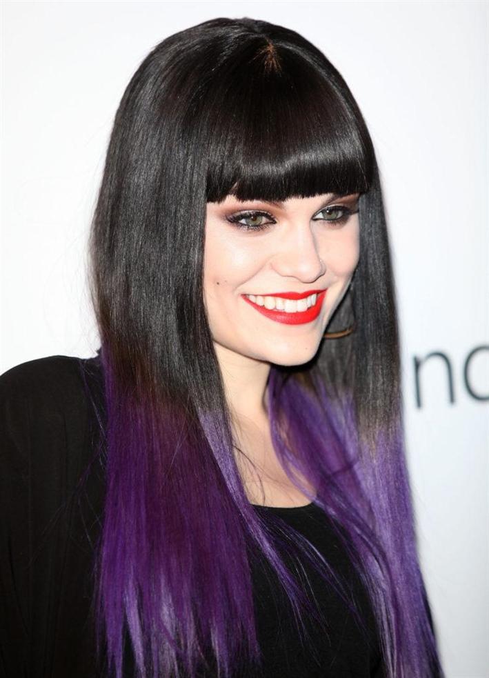 Langhaarfrisuren mit Pony Lila Haarfarbe